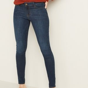 Old Navy skinny jeans. Pre owned. Size 4